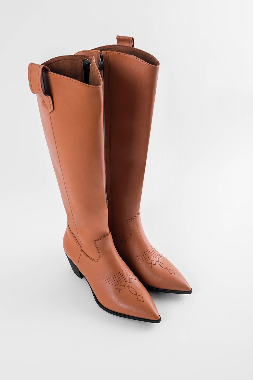 Brown Sivri Burunlu Yandan Fermuarlı Önü Nakış İşlemeli Taba Kadın Çizme