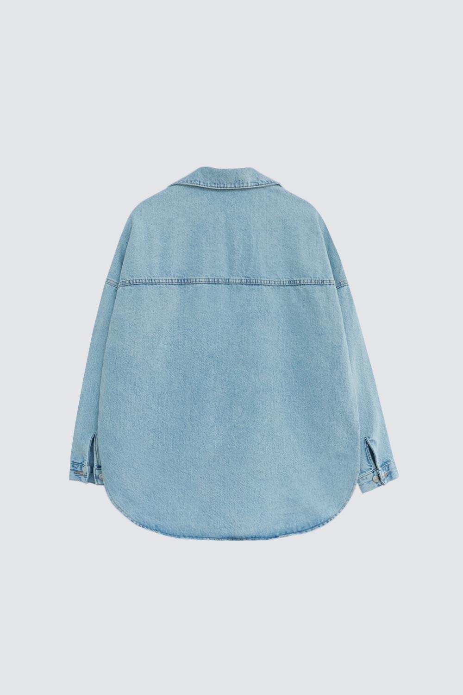 İki Cepli Oversize Denim Buz Mavi Kadın Gömlek