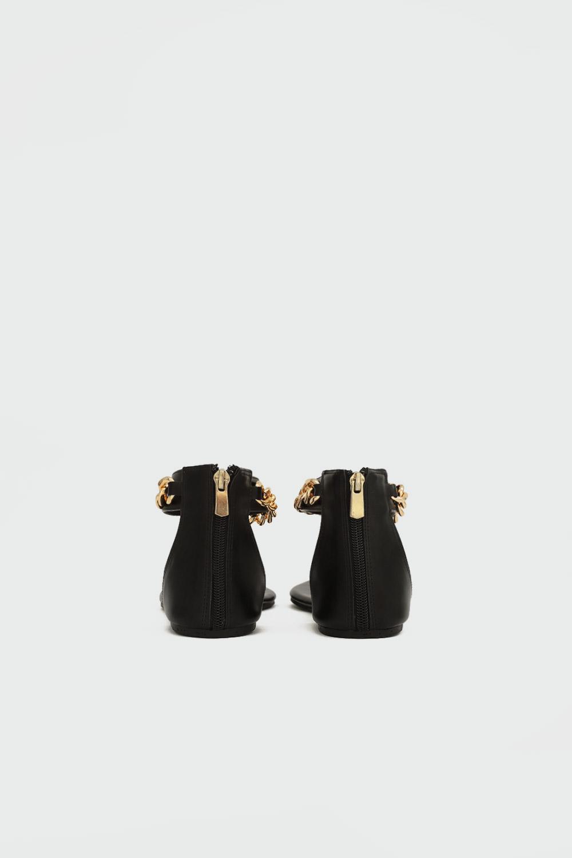 Judith Parmak Arası Gold Zincir Detaylı Siyah Kadın Sandalet