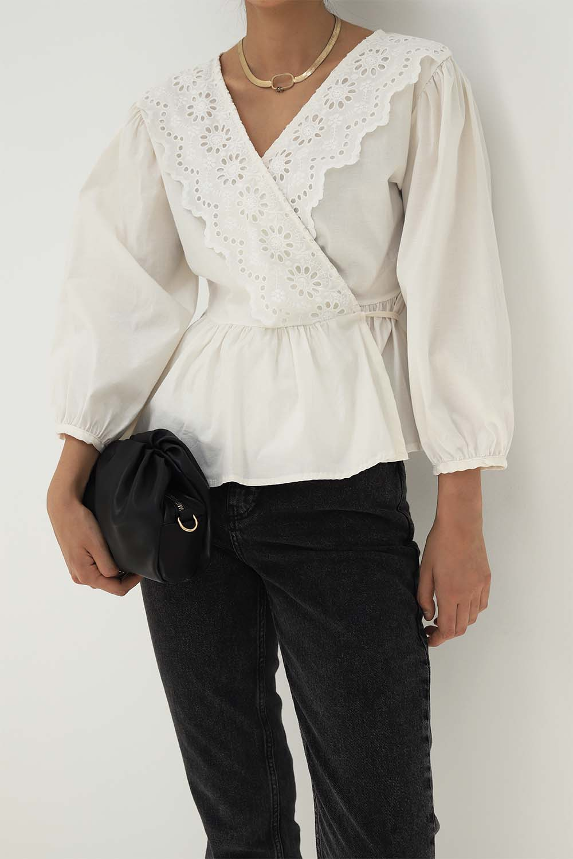 Kruvaze Yaka Lazer Güpürlü Kırık Beyaz Kadın Gömlek