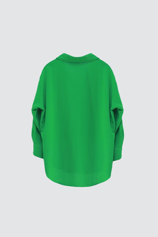 Oversize Düğme Detaylı Asimetrik Kesim Yeşil Kadın Gömlek